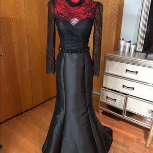 Terik Ediz Black lace gown with bow